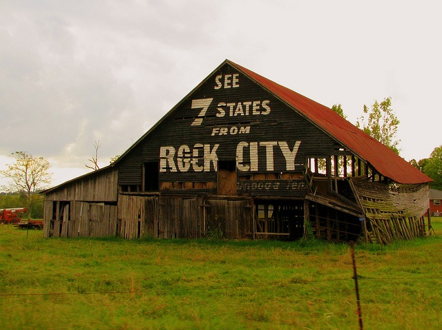 This barn is visible to the southbound traffic on highway US 11E between Bull's Gap and Whitesburg in Hamblen County, Tennessee.: Adverti Barns, Advertising Barns, Amazing Barns, Cities Barns, Barns Signs, Barns Stuff, Southern Barns, Photo, Rocks Cities