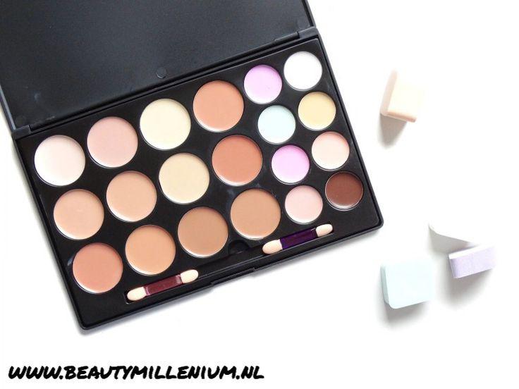 18 Kleuren #ConcealerPalette verkrijgbaar via de webshop! €18.95  Geschikt voor iedere huidtype! #concealer #concealers #concealerpalettes #makeup #makeuppalette #foundation #makeuppalettes #skincorrector #skin #huid #beautiful #makeuplook @esmeelifestyle