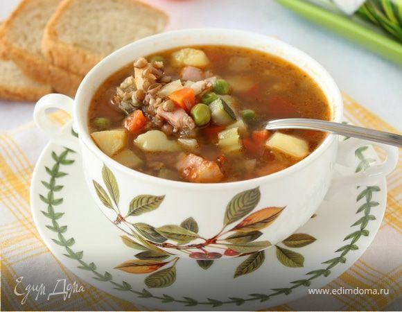 Наваристая чечевичная похлебка. Вкусный, наваристый суп с зеленой чечевицей, копченой грудинкой и овощами. Количество ингредиентов регулируйте по своему желанию, можно добавить больше овощей и мяса, чтобы блюдо было более насыщенным. Готовой похлебке дайте немного настояться и разливайте по тарелкам. Приятного аппетита! #готовимдома #едимдома #кулинария #домашняяеда #суп #похлебка #чечевица #зеленая #овощи #горошек #зеленый #морковь #картофель #грудинка #копченая