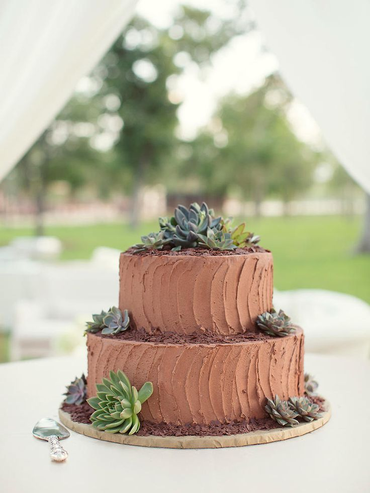 A classic chocolate cake with buttercream frosting could be a fabulous touch to an organic wedding. Surround each tier with chocolate shavings and scatter succulents around the cake to channel the natural wedding style.