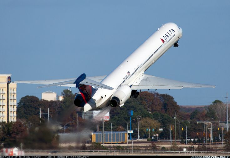 McDonnell Douglas MD-90-30 | That pitch... I've noticed they appear to have a steeper pitch on takeoff