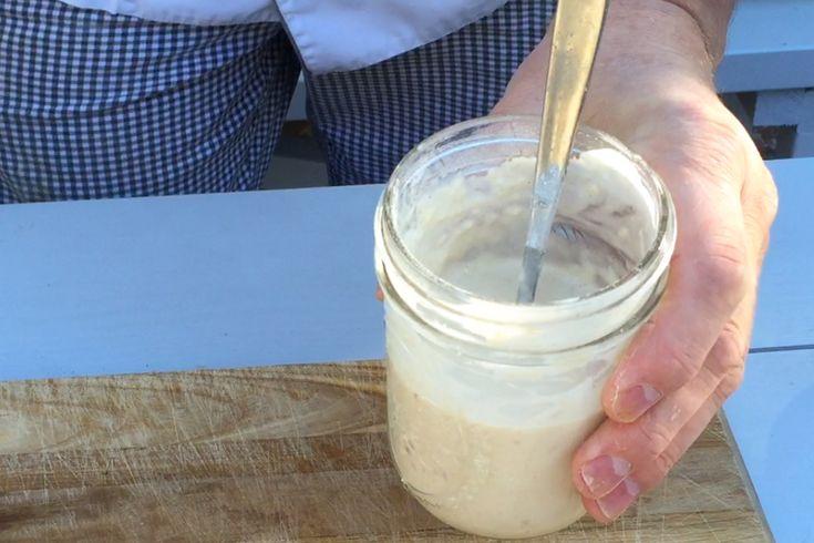En surdegsstart som du gör på rismjöl och filmjölk eller lite rivet äpple. Den används sedan för att baka glutenfria surdegsbröd.