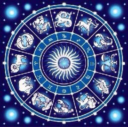 Febrero 2015: fechas, lunas y rituales Entre el amor y el año chino. Empieza febrero el 1 con un domingo propicio para repetir 108 veces el Gayatri mantra, con toda la energía positiva de Luna creciente desde el signo zodiacal Cáncer. Las actividades cotidianas en positivo, favorables para realizar cambios, estar con la familia o pasarla bien en grupo, comiendo o en veladas románticas. Un día para disfrutar de lo que se siente con el cuerpo y con el corazón Intenso el 2 entre rituales, ...