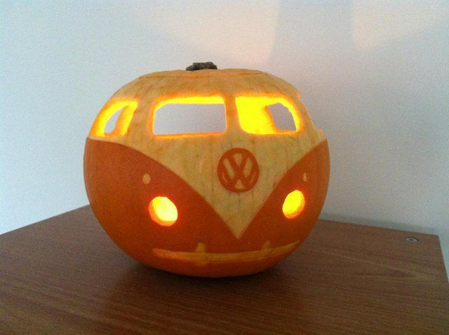 VW van pumpkin. Adorable!!!Ideas, Vw Pumpkin, Halloween Pumpkin, Vw Bus, Pumpkin Carvings, Vwpumpkin, Vw Vans, Jack-O'-Lantern, Happy Halloween