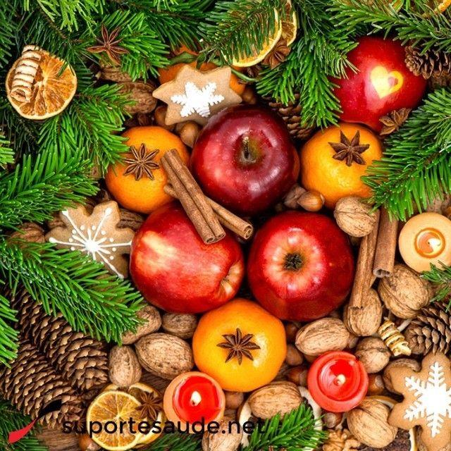 Alimentos natalinos e seus benefícios  O famoso peru de natal tem baixo teor de gordura na sua carne, reduz os níveis de colesterol, ajuda nos níveis glicêmicos e tem antioxidante.  Nozes e castanhas: São fontes de gordura boa que protegem o coração além de conter agentes anti-inflamatórios  Frutas: Além de serem refrescantes para essa época do ano, as frutas tem grandes quantidades de nutrientes benéficos para a saúde.  #saude #natal #fimdeano #beneficios #alimetacaosaudavel #peru #nozes…
