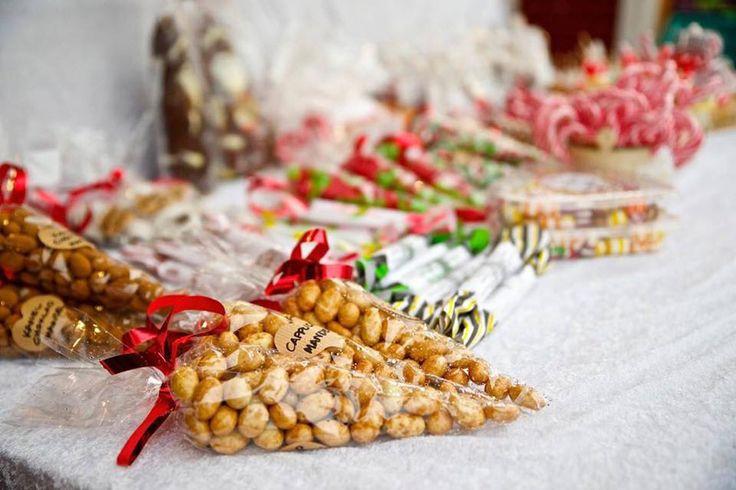 Klassiska lussebullar är ett måste för att överleva december månad!  Ladda upp med ett gäng av det magiska bakverket och säkra upp för en minst sagt god månad!   Foto & recept: BAKA...
