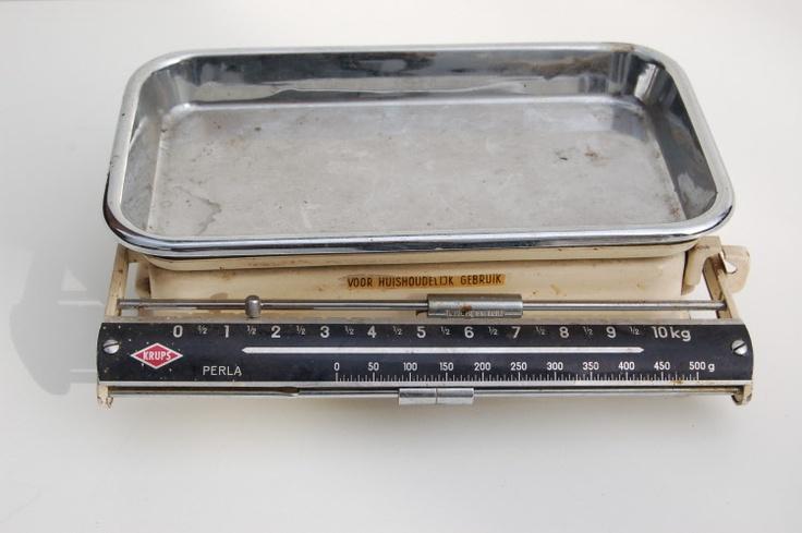 Noi che........pesavamo gli ingredienti alla mamma mentre preparava la torta:-):-)