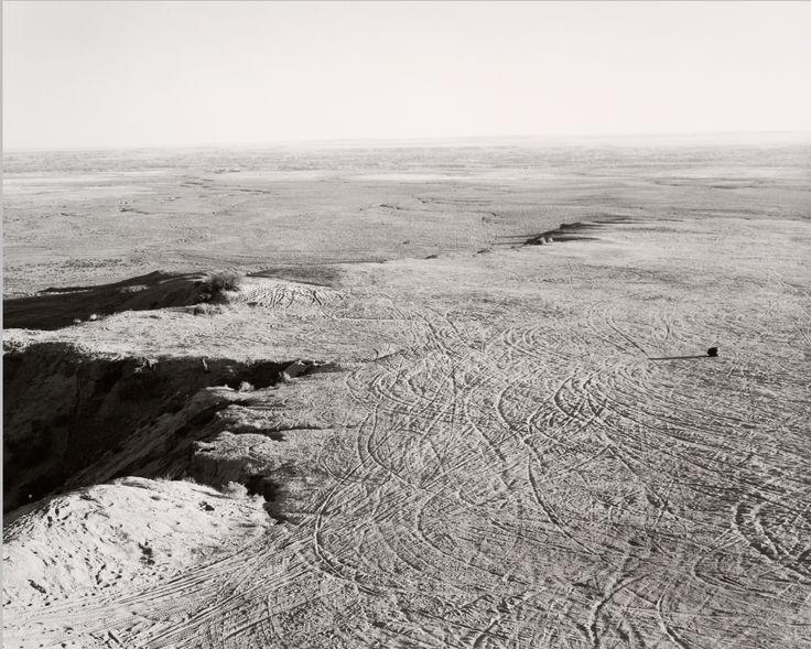 """Robert Adams """"From the Missouri West"""" (1975-1983), exploitation de carrières sur une mesa, comté de Pueblo, Colorado, 1978  (exposition """"Robert Adams. L'Endroit où nous vivons"""", musée du Jeu de Paume, Paris, 2014)"""