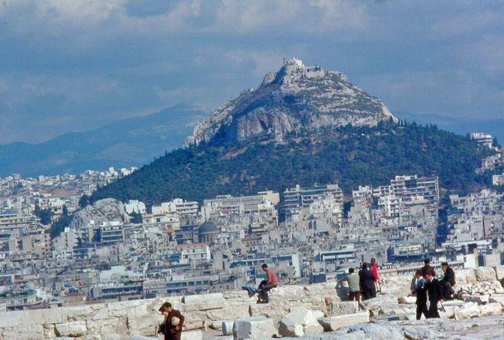 Η Αθήνα του 1960 μέσα από τις εκπληκτικές φωτογραφίες του φωτογράφου Ματ Μπάρετ | διαφορετικό
