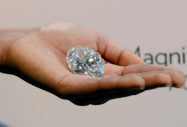 Largest white diamond ever on the market This diamond was sold on the open market in 2013. The oval stone is type 2a, in which no yellow causing nitrogen impurities are detectable, and weighs 118.28...