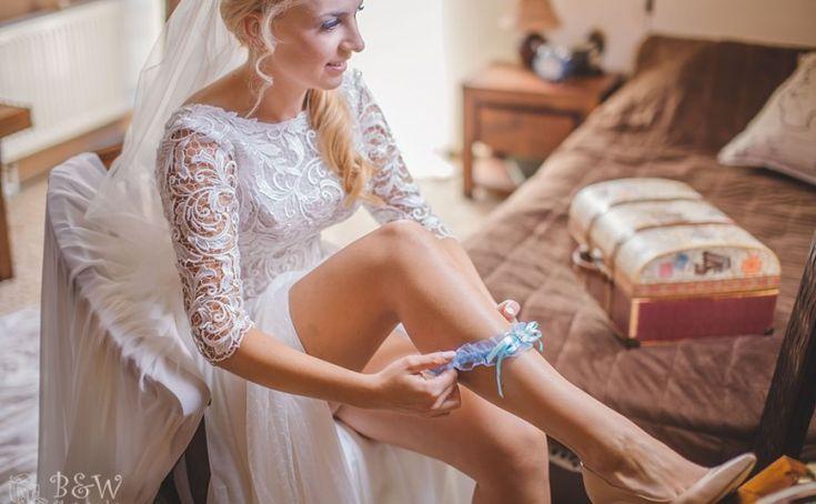 NATALIA I SZYMON – PIĘKNE WESELE W CEGIELNI W RZUCEWIE - B&W Photography Ślub Na Głowie