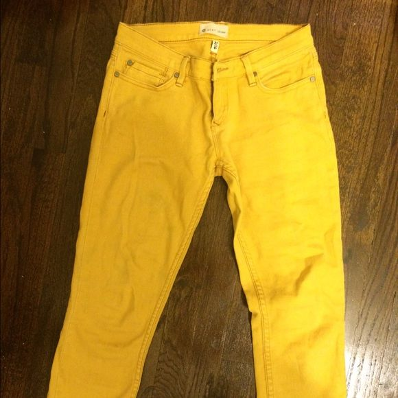 Roxy Yellow skinny jeans Mustard yellow skinny jeans. I'm 5'7 and they are a little short for me. I love the color but they are too small now. They have been worn a lot but still have a lot of use left! The close up pictures show the truest color of them. Roxy Pants Skinny