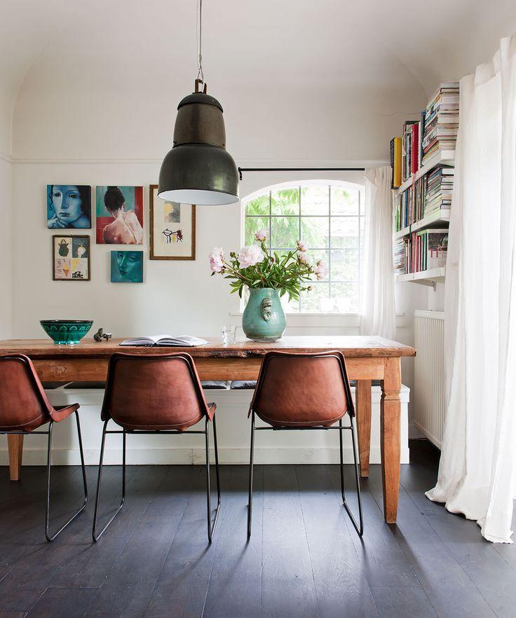 Studio house in Laren Photographer: James Stokes | Stylist: Frans Uyterlinde #binnenkijken #vtwonen #diningroom #table #chairs #lamp