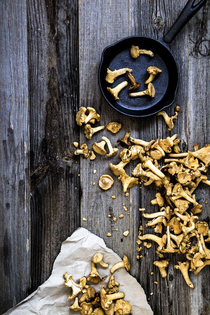Tagliatelle mit Pfifferlingsauce ist ein einfaches, köstlich aromatisches Pastagericht. Die Soße schmeckt auch einfach als Beilage zu Gebratenem oder Brot