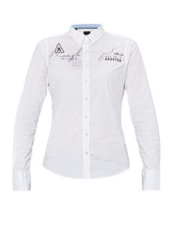 Overhemden hangen niet bij iedere vrouw in de kast. Toch zou je het een kans moeten geven, want een overhemd staat heel goed bij vrouwen.