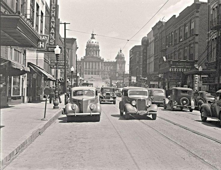 Des Moines, Iowa, Beautiful 1940 photo, autos, businesses