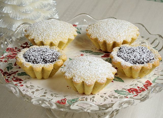 Bocconotti-Calabresi-Christmas Cookies filled with almonds, chocolate, cocoa, cinnamon and cloves!  Buon Natale!