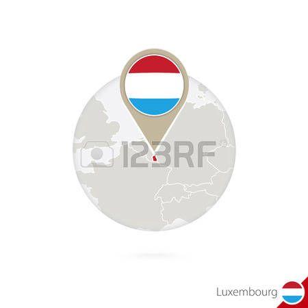 Luxemburgo mapa y la bandera en círculo. Mapa de Luxemburgo, Luxemburgo pin de la bandera. Mapa de Luxemburgo en el estilo del globo. Ilustración del vector.