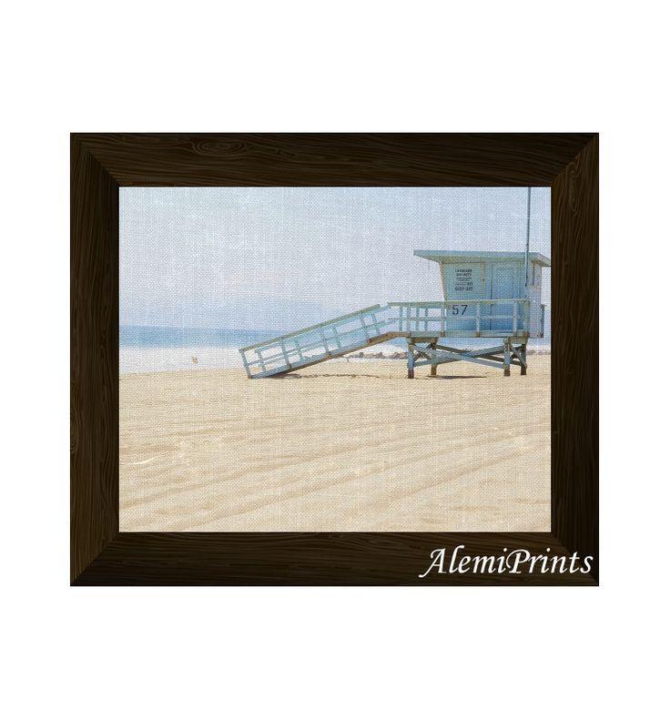 lifeguard tower print, beach wall art, coastal photography, modern large poster, printable artwork, instant digital download di AlemiPrints su Etsy