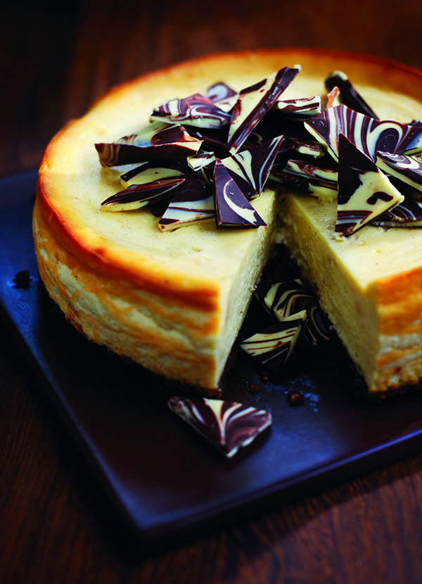 White chocolate and Baileys cheesecake. Baileys? Check. White chocolate? Check. Two ingredients that make for an utterly irresistible cheesecake, perfect for serving at dinner parties (or to keep all to yourself).