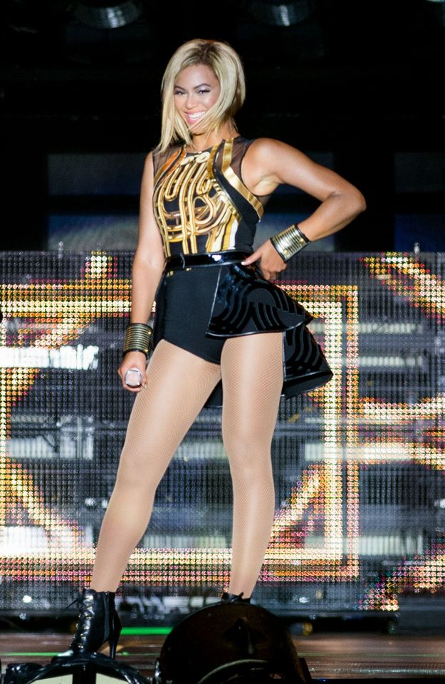Beyonce hits stage with new hair