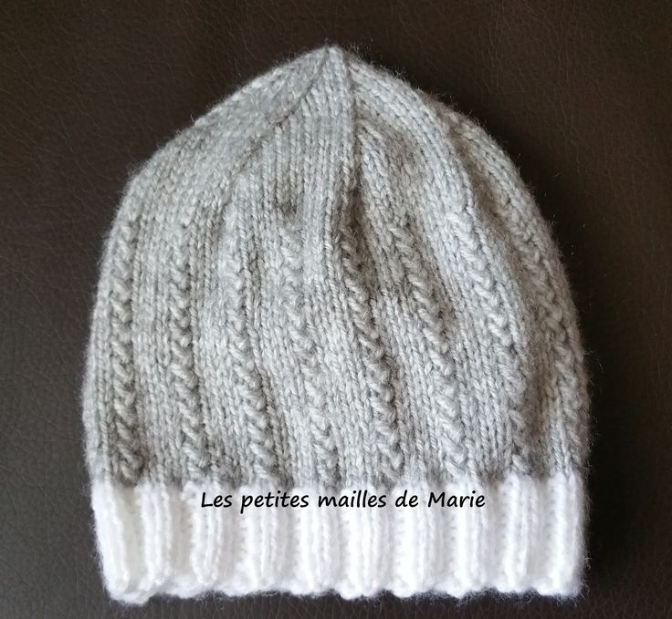 Bonjour les tricopines et les crochetines, Aujourd'hui je vous propose un bonnet taille naissance au point graminée, vous verrez ce point ...