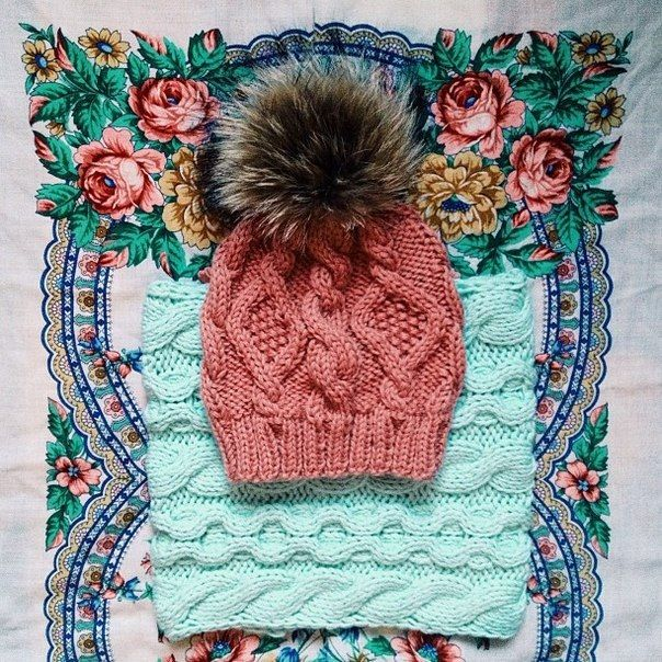 Knitted set mint snood and rose hat