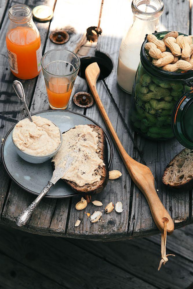 Pâte à tartiner cacahuètes & vanille {1 pot} : Tremper 200g haricots blancs dans eau tiède, puis laissez la nuit. Lendemain, rincez puis cuire 45 mn dans eau bouillante. Égouttez, refroidir, puis dans le bol mixeur. Ajoutez 200g purée de cacahuète (ss sucres ajoutés), 100g sirop d'agave (ou érable), 1 pincée sel et 1 cc vanille poudre, mixez pour obtenir une préparation crémeuse. Si besoin, ajout eau de cuisson des haricots pour ajuster à votre convenance. Dans un bocal, puis au frais.