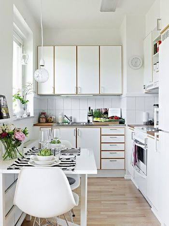 Introducing the idea of ​​effective use of the space in the narrow kitchen.
