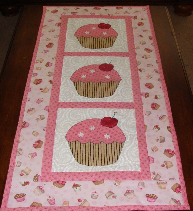 happy birthday table runner | Tablerunner Table Topper Pink Cupcakes for Happy Birthday Awesome