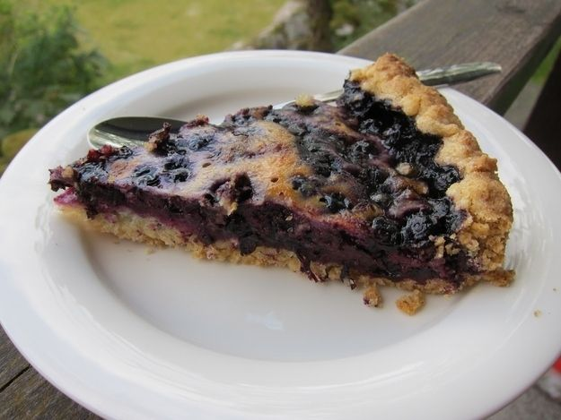 Mustikkapiirakka (blueberry pie) with about 20 other great Finn reciptes ! Yowza! these look great! only thing missing is lenki!