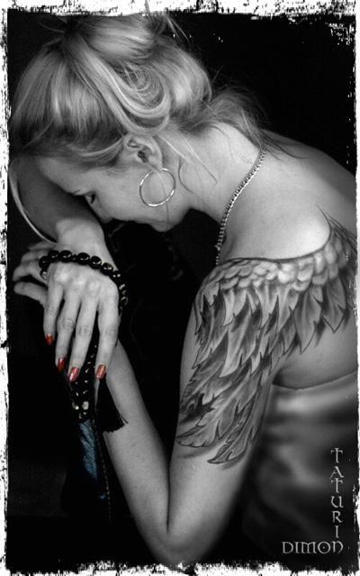 http://tattoomagz.com/angels-tattoos-on-shoulders/