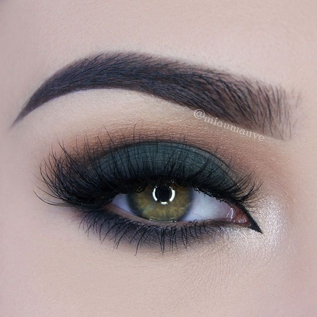 Paulina Miau used Makeup Geek Eyeshadows in Creme Brulee, Dirty Martini, Peach Smoothie, and Shimma Shimma to create this green smoky eye.
