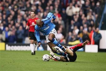 Man City 3 Man Utd 1 in Nov 2002 at Maine Road. Laurent Blanc tries to stop Nicolas Anelka #Prem