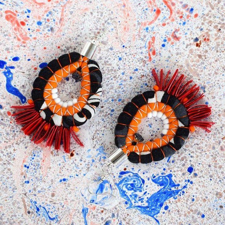 Kolczyki /dzianina z t-shirtow, koraliki z opakowania po keczupie, różne koraliki/  #kolczyki #handmade #earrings #reuse #recycling #upcycling #upcycled #jewellery #tshirtjewelry #recycledplastic #recycledfabric #madewithlove #smietki #hippie #boho #etno  #bohojewelry #hippiestyle #etnostyle #ecostyle