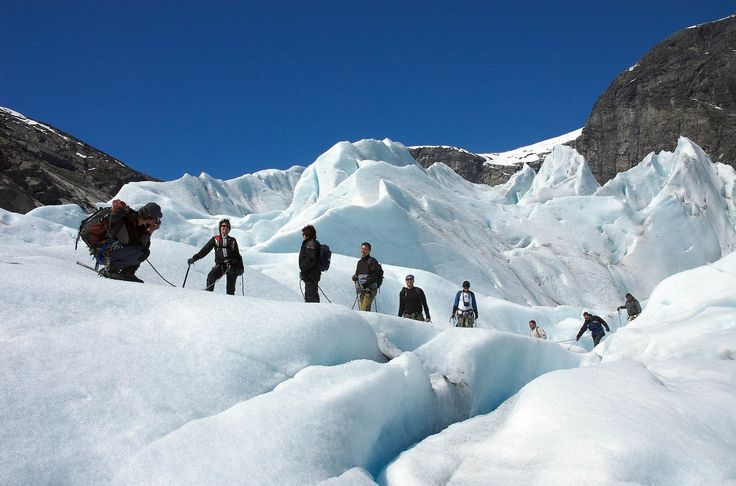 Bli med på brevandring på Nigaardsbreen  -  en spennende og utfordrende opplevelse. Tur med autorisert brefører. Planlegg og bestill her.