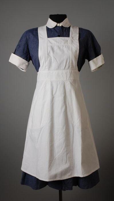 verpleegstersuniform  zag ik voor het eerst toen ik in het ziekenhuis lag (1957) met een longontsteking.