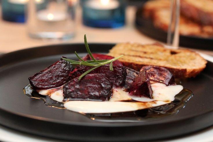 Ovnsbakte rødbeter med chèvrekrem, valnøtter og balsamicovinaigrette