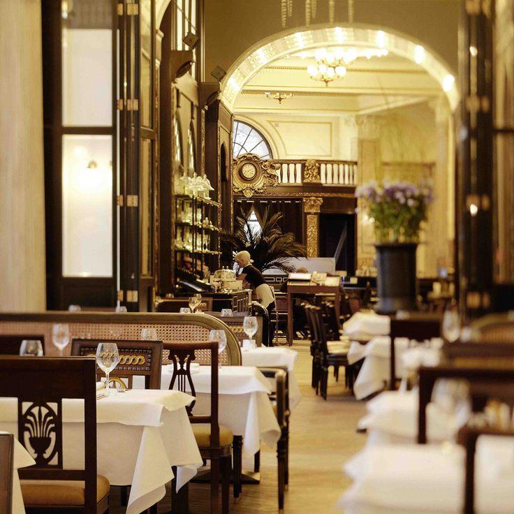 Beeindruckendes Interieur beim Frühstück im Kaffeehaus Grosz | www.cremeguides.com