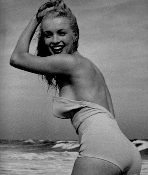 Marilyn: At The Beaches, M Monroe, Monroe 1949, Marilyn Monroe Photo, Norma Jeans, Icons, Beaches Body, Marilyn Andre De Dien 1949, Dedien