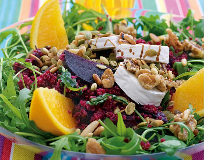 Vegetarisk salat med rødbetquinoa med chèvre og nøtter - Tara
