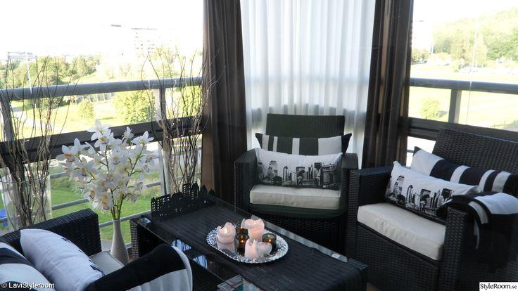 balkong,inglasad balkong,gardin,utomhusbelysning,utemöbler,ljus,kuddar