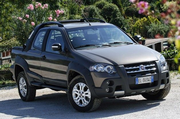 2013 Fiat Strada. This is something Fiat should bring over - kind of cool!