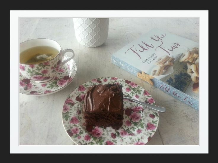 Fill the Tins - Easy Baking for Home by Sophie Gray book review by Janine - her Chocolate cake looks so good!
