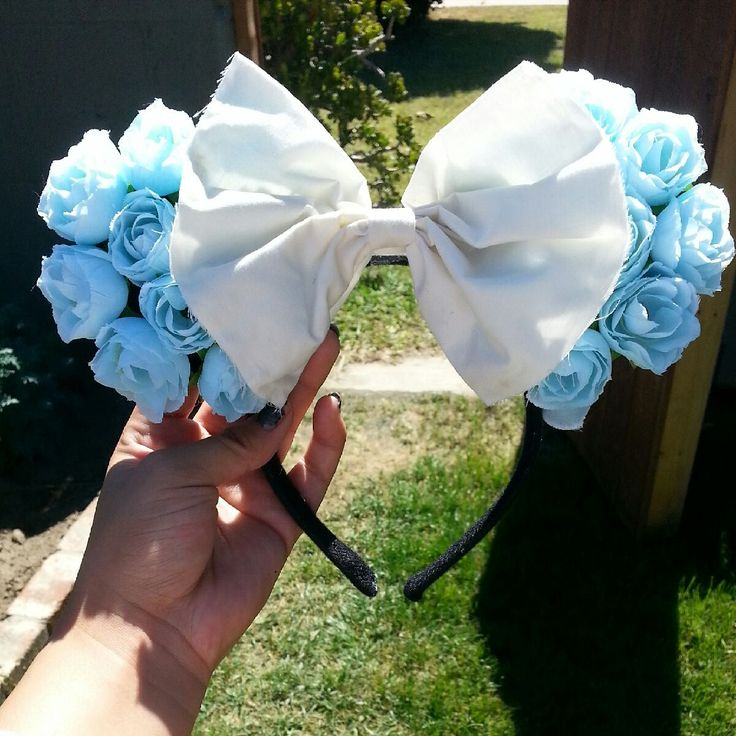 These floral minnie ears were inspired by Alice In Wonderland. I used silk blue roses and complimented them with a white bow. <3