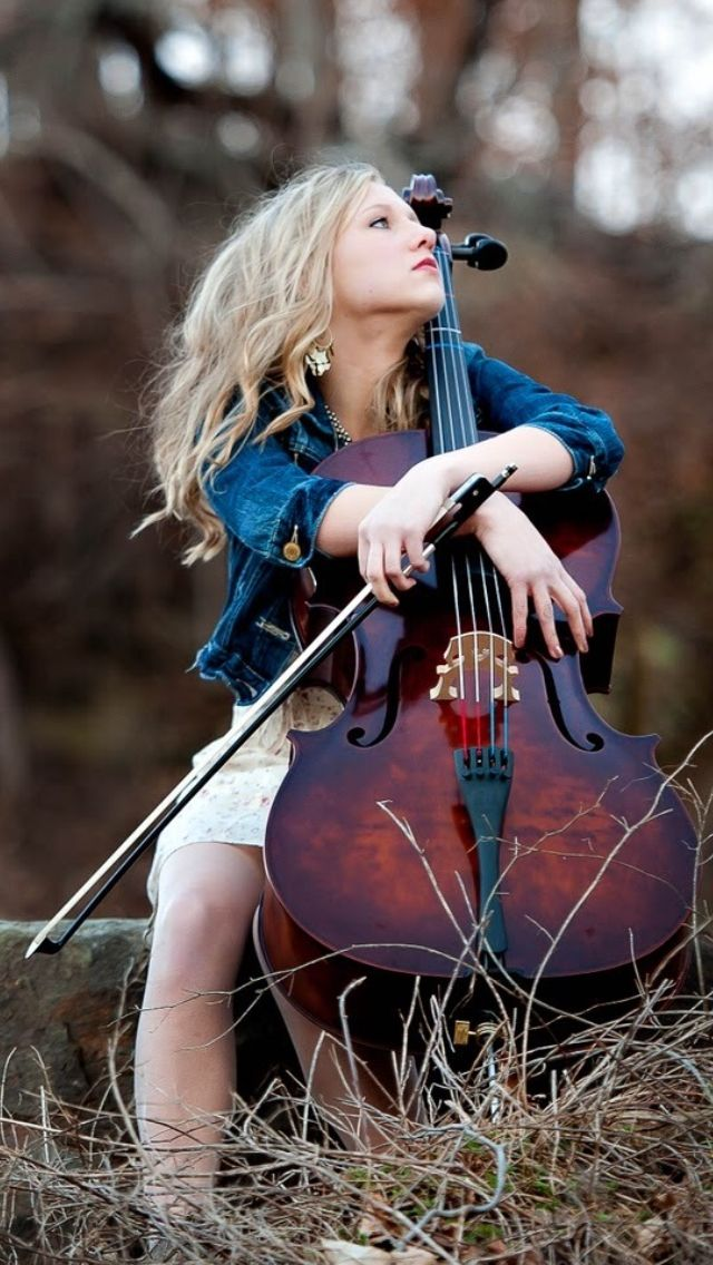 Look at that beautiful cello!!!