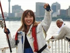 普段は入ることが出来ない横浜港大さん橋国際客船ターミナルの岸壁が釣り場として一般開放されるんだってぇ 海に突き出た形状になっていることや水深が深いことが釣り場としての好条件なんだとか 都心にあるけどアジやメジナを中心にスズキアイナメがつれるみたいですよ 人の参加者を募集しているみたいだからこの機会に釣りを楽しんでみてくださいね tags[神奈川県]