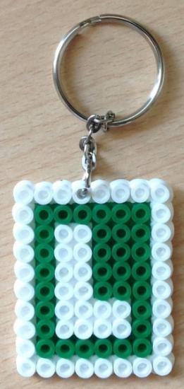 l conductor novel llavero  hama bead tamaño midi a mano y se plancha