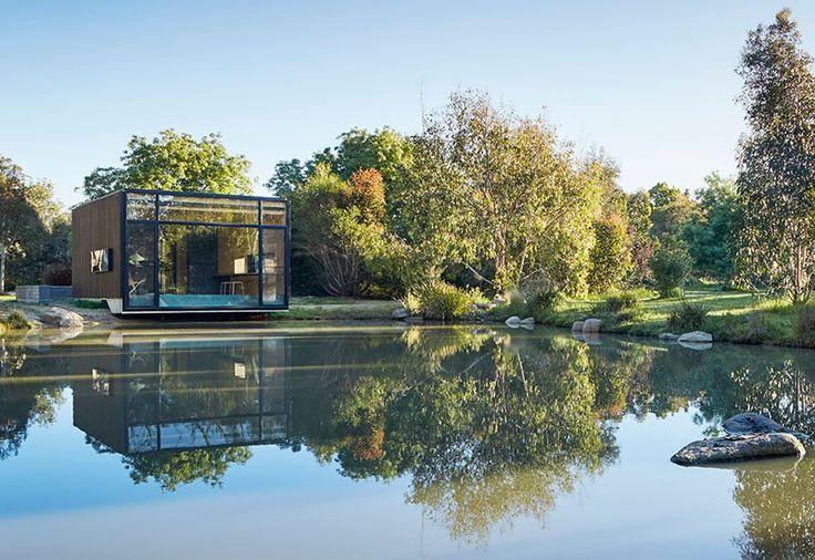 Construyen un pequeño edificio junto a un estanque para convertirlo como estudio de yoga - https://arquitecturaideal.com/estudio-de-yoga-junto-estanque/