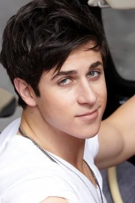 David Henrie from Wizards of Waverly Place.  He makes geeks look attractive!!